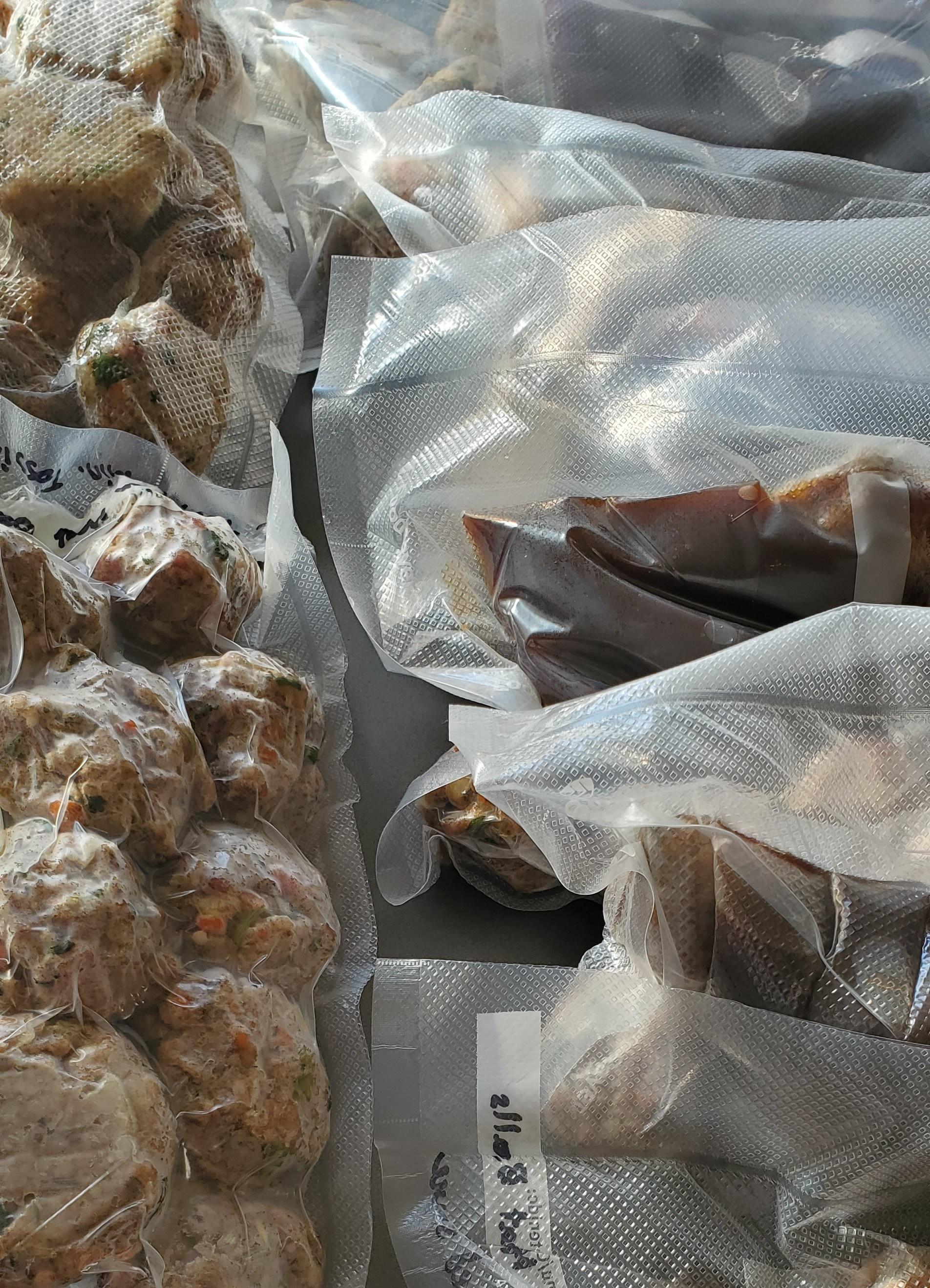 Vacuum packed packages of meatballs